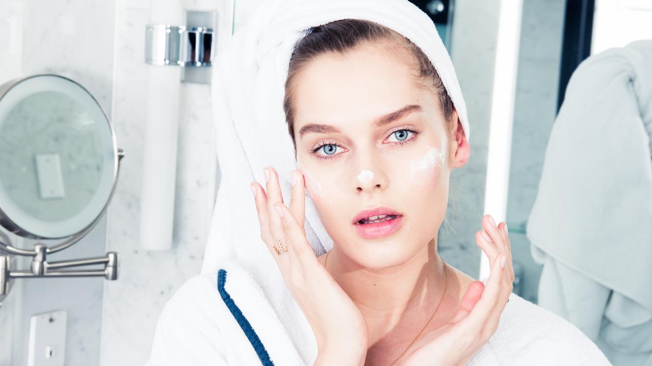 COVETEUR_Editorial_Hotel_Shoot-183-beauty-worlds-best-selling-skincare-bakuchiol-retinol-alternative-homepage.png