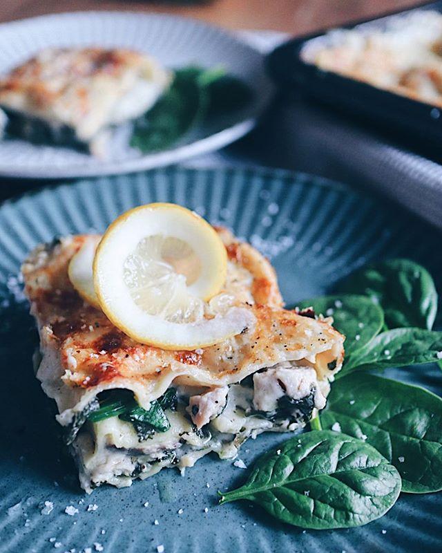 Lasagne kann auch anders! Auf meinem Blog findet ihr nun ein Rezept für eine Lasagne mit Wildlachs und Spinat - suuuuper lecker😋! Lässt sich übrigens super vorbereiten! Der Link ist in der Bio ▶� @katrin_anliker ◀� . . . #lasagne #lasagna #lasagnealforno #lachsfilet #wildlachs #pasta #pastalover #spinachrecipe #pastarecipe #healthyfood #pescetarian #foodlove #foodie #foodcreations #foodphotograhy #foodphotographer #foodblogger #swissblogger #swissfoodblogger #foodblog
