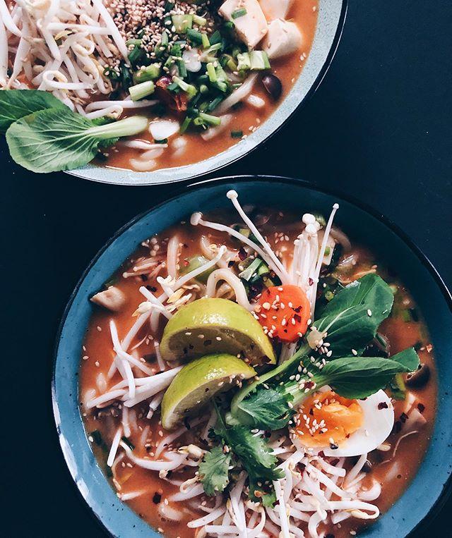 Heutiges Znacht: Noodlesoup! � mit Udon Nudeln, Baby Pak Choi, Sprossen, Pilzen und Tofu🤩 . Bis auf das halbe Ei sogar vegan😊 . . #noodlesoup #noodles #asiasoup #asianoodlesoup #nudelsuppe #soup #souprecipe #suppe #heslthyfood #eatclean #vegetarian #vegan #foodblog #foodblogger #foodie #foodinspo #foodporn #foodlover #asianfood #swissblogger #swissfoodblogger #foodphotograhy #foodphotograph