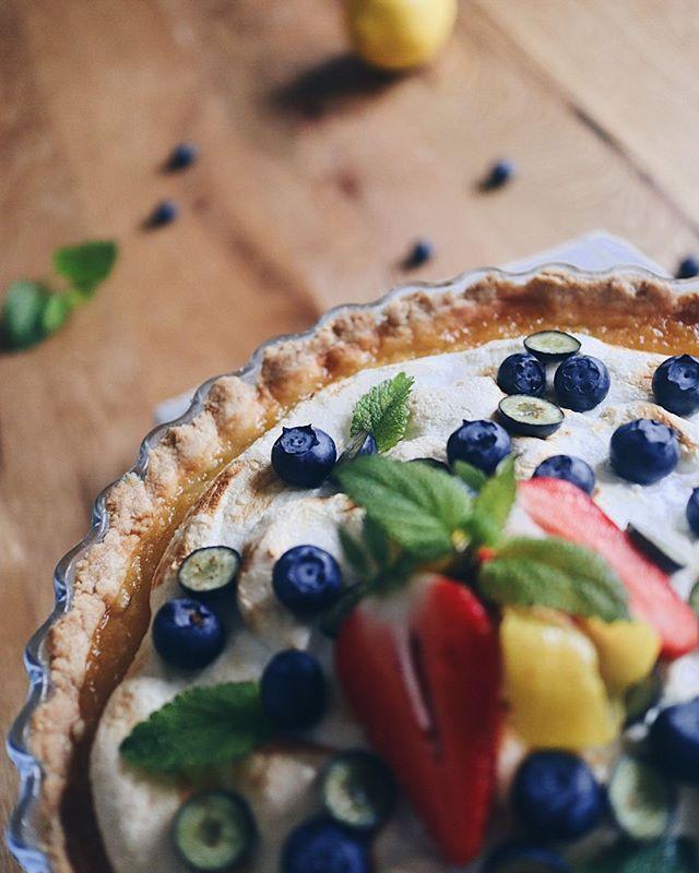 Hab da letztens mal wieder was ausprobiert: Zitronen-Tarte�. War lecker aber definitiv noch ausbaufähig�. Sollte ich sie wieder einmal ausprobieren mache ich dazu ein Rezept. Habt eine schöne Woche☀�. . . . #tarteaucitron #tartelette #tarte #zitronenkuchen #zitronentarte#bakingacake #backenistliebe #backenmachtglücklich #backen #baking #dessertheaven #sweets #nachspeise #kuchen #cake #foodblog #foodporn #swissblogger #swissfoodblogger #foodie #foodphotograhy #foodphotograph #foodgasm #foodcreations