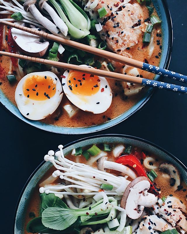 """Mmmh Nudelsuppe - eines meiner Lieblingsgerichte🥰. Schnell gemacht und geht einfach immer! Möchtet ihr dazu mal einen Blogpost? Meistens mache ich sie """"Handgelenk x Pi"""" aber ich sollte ein Rezept hinkriegen😋. . . . #ramen #noodlesoup #udon #udonnoodles  #soup #ramensoup #foodgasm #foodblog #foodie #healthyfood #swissblogger #swissfoodblogger #foodphotograhy #foodphotograph #soulfood #asianfood #foodlover"""