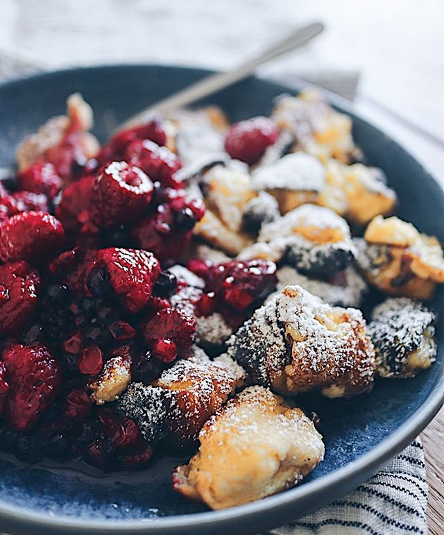 Soulfood Kaiserschmarrn mit heissen Beeren💕. Habe fast vergessen, wie gut das ist! . . . #kaiserschmarrn #kaiserschmarren #kaiserschmarrnliebe #dessert #eggy #nachspeise #süssigkeiten #foodgasm #swissfoodblogger #foodblog #swissblogger #foodie #foodography #foodphotograhy #foodphotograph #unhealthy #unhealthyfood