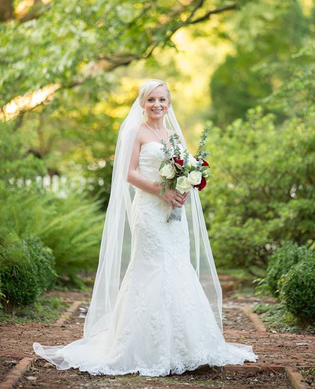 Kassie took our breath away at her bridal session in beautiful Bath, NC! . . . . . #carolinalilyphotography #bathnc #southernbride #bridalportrait @mrs.mason17 @mrmason1