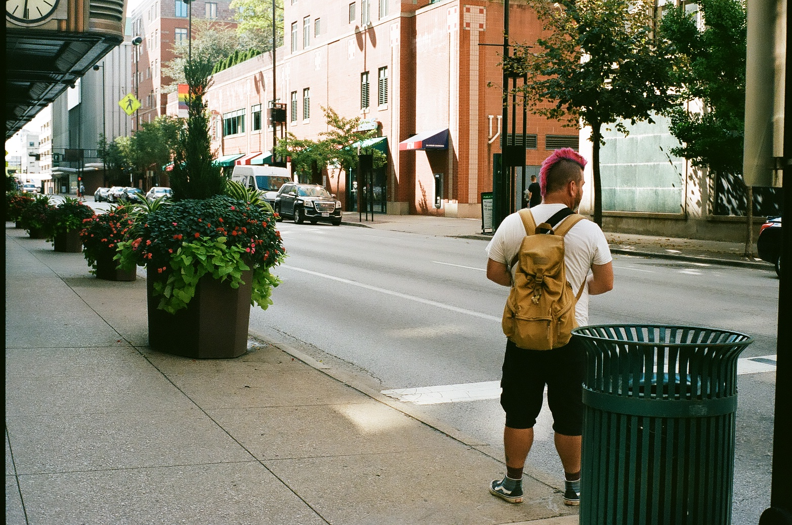 Shawn, scoping out his next shot in Cincinnati. (Photo by Sam Warner)