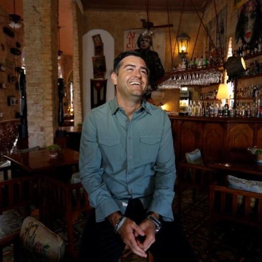 """Collin Laverty sobre Cuba en el 2019 - """"Cuba ha sido bendecida con un talento increíble. Año tras año, los cubanos encuentran maneras de innovar y crear, lo que ha traído como resultado productos de primera clase en disímiles sectores como las artes visuales, la danza, el diseño, la moda, el cine, la música, entre otros. Las aperturas en el sector privado, las telecomunicaciones y los medios alternativos, han puesto en evidencia el espíritu emprendedor de los que en ella habitan. Cada día, más cubanos en el extranjero son partícipes de la vida en la isla y los cubanos en Cuba tienen más conectividad con el mundo exterior. El pasado año resultó difícil. Los desafíos son enormes, pero también lo es el potencial para superarlos. Estoy de acuerdo con mis amigos en que 2019 será un año especial para Cuba y podría determinar el camino del país hacia el futuro. ¡De seguro este será un gran año!"""""""