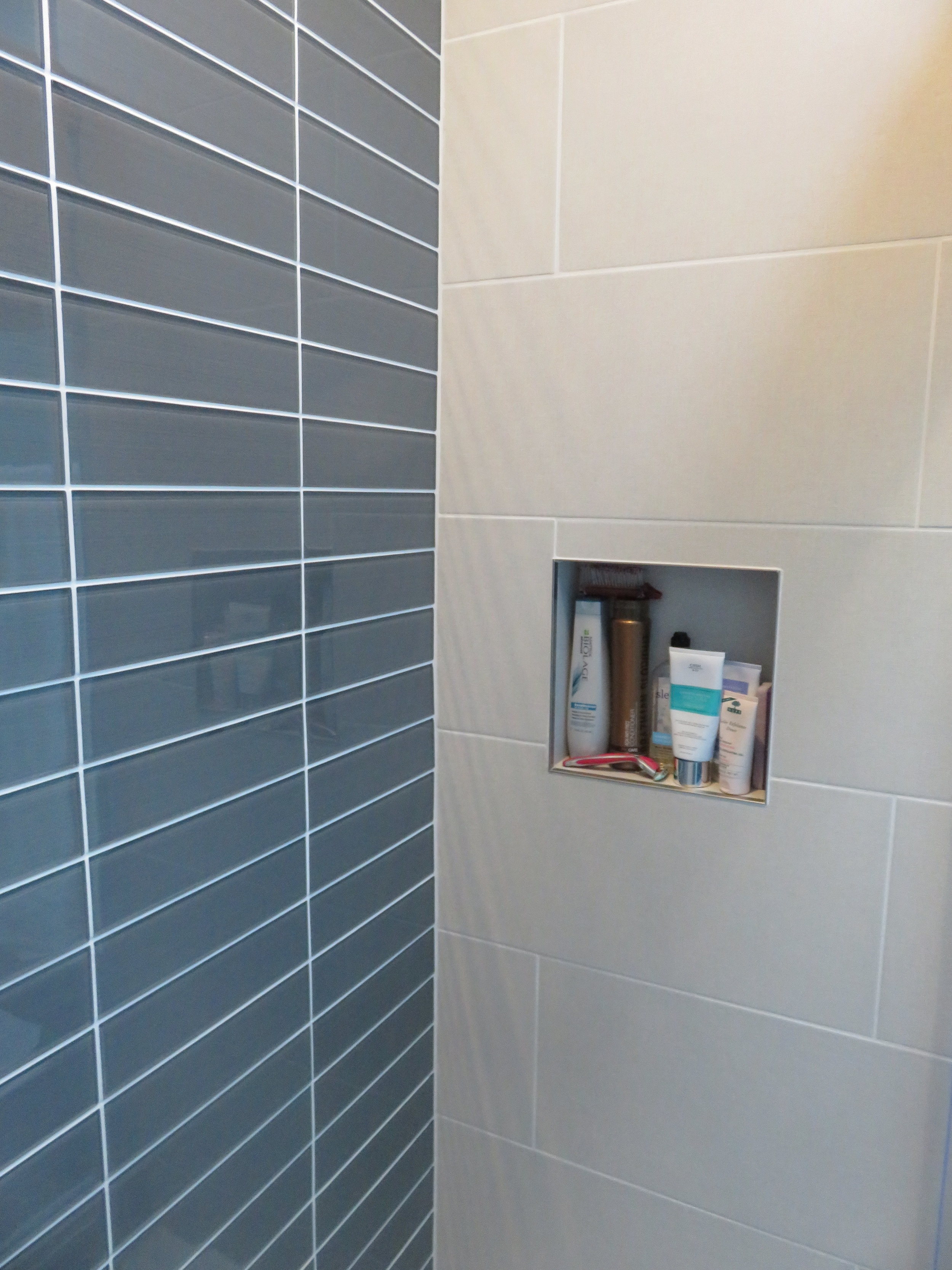 A closer look a the tile - one wall in charcoal glass and the other in ceramic with a criss cross design.