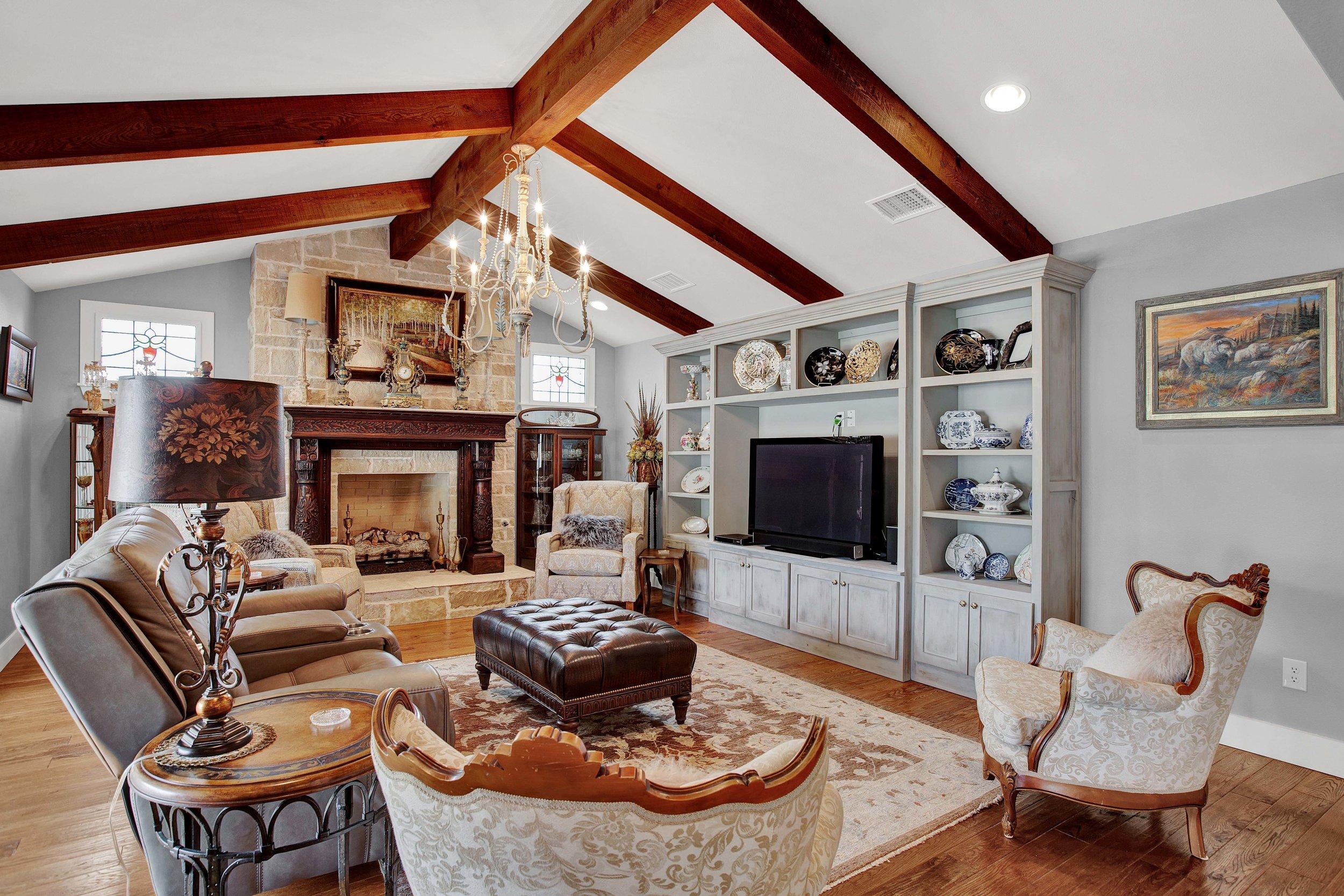 fredericksburg-realty-fredericksburg-texas-realestate-luxury-home-living-room.jpg