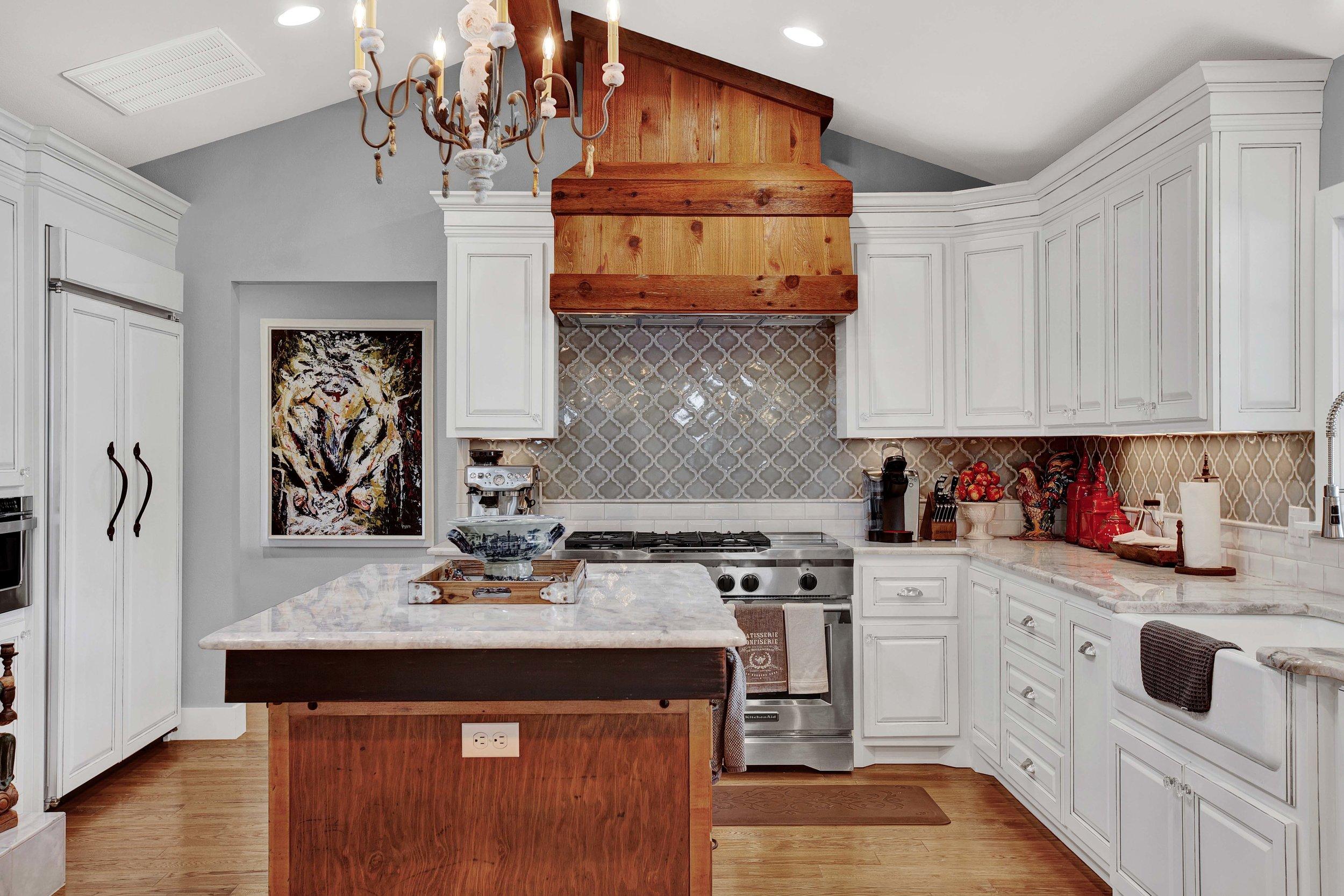fredericksburg-realty-fredericksburg-texas-realestate-luxury-home-kitchen.jpg
