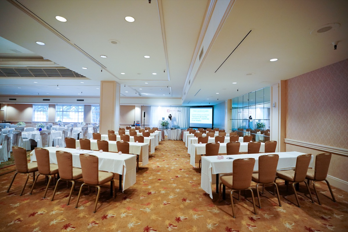 PC: KAI PHOTO | Hyatt Regency Waikiki's Makai Ballroom | Workshop setup