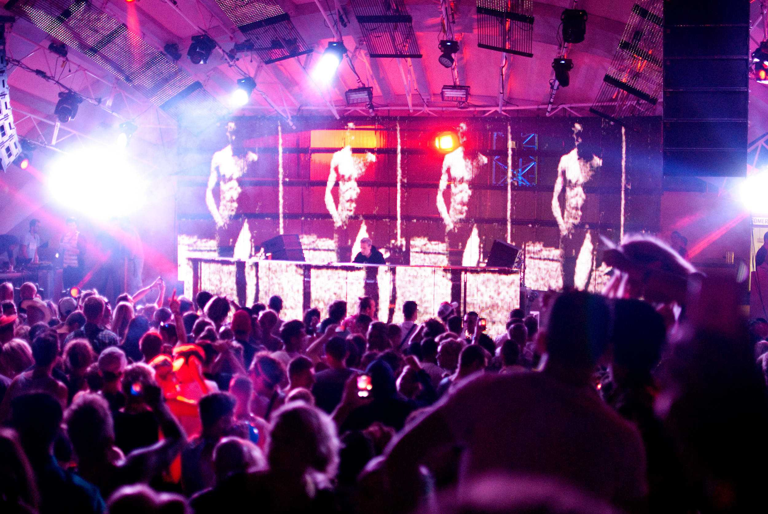 GeorginaCook_hideout_festival_croatia_crowd_club.jpg