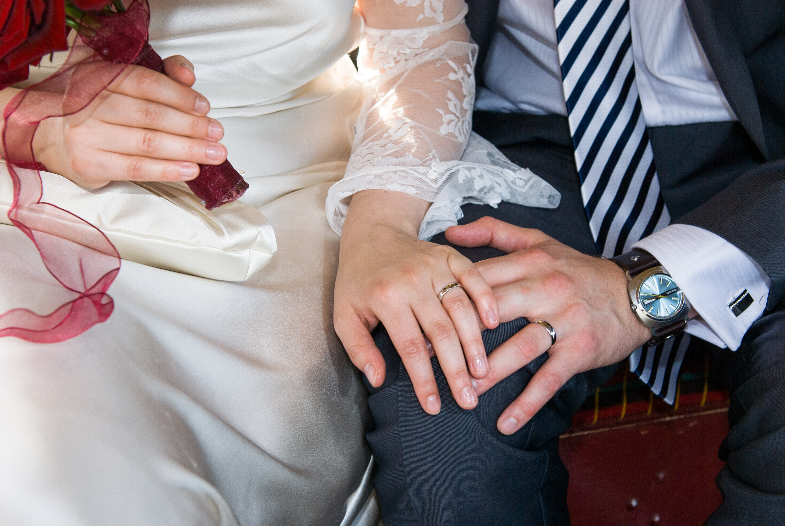 GEORGINA-COOK-WEDDING-PHOTOGRAPHY-NEWLY-MARRIED-COUPLE-RINGS.jpg