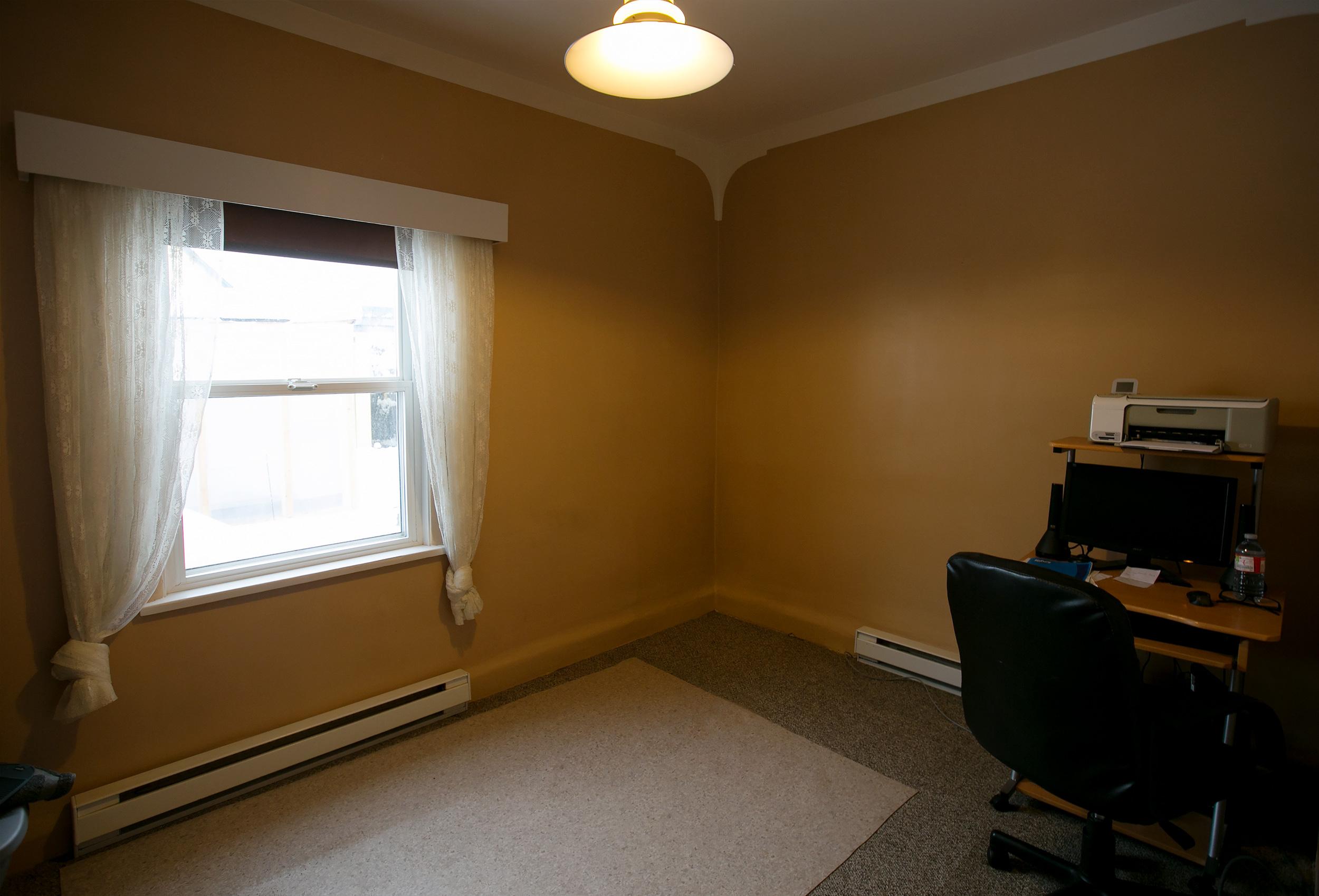 Parker-Real-Estate-12818-Armstrong-9.jpg