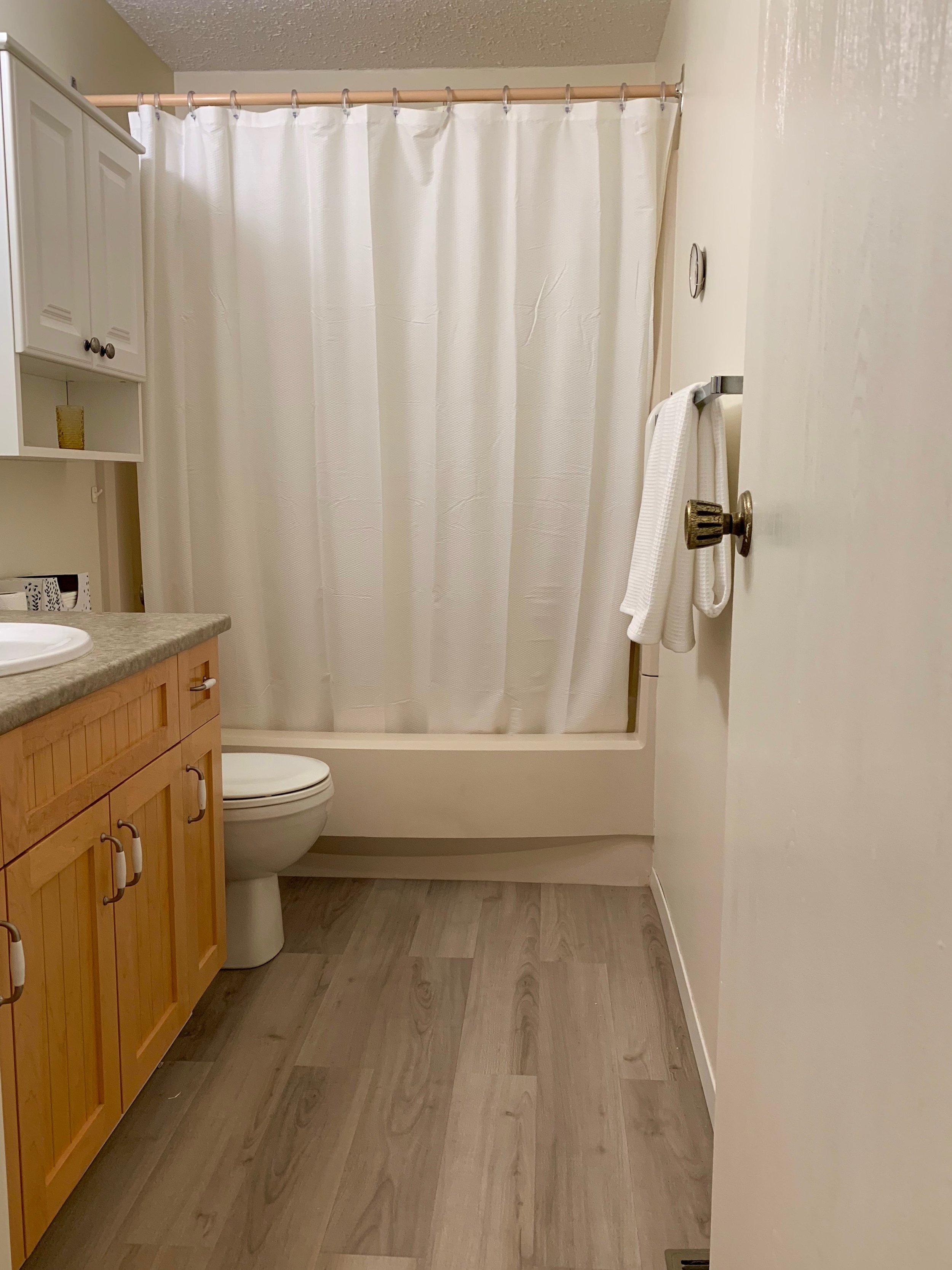 3. Main Bath.jpg