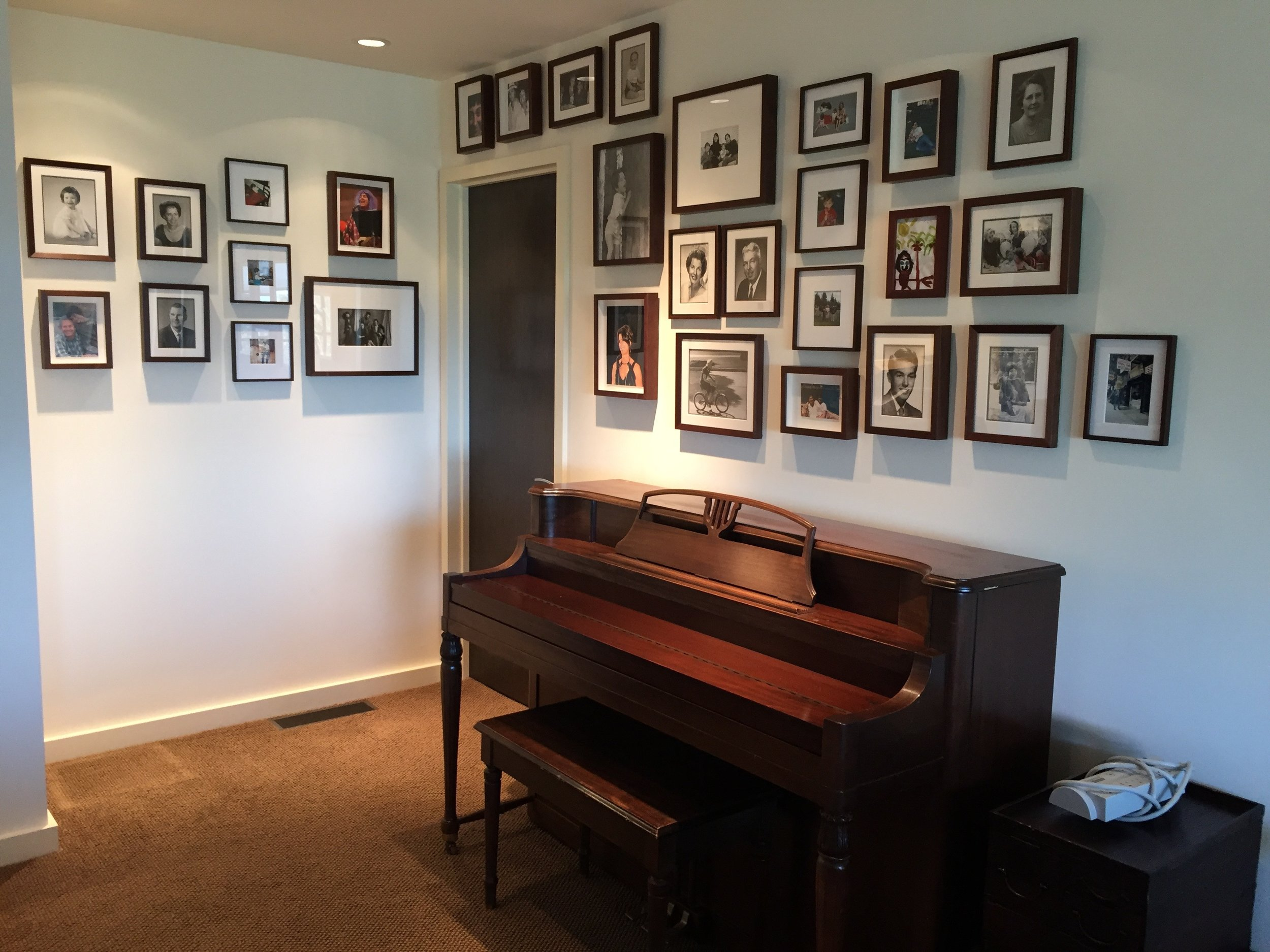 ARTIST : INSTALLATION OF FAMILY PHOTOS   INTERIORS : MARIANNE MOORE