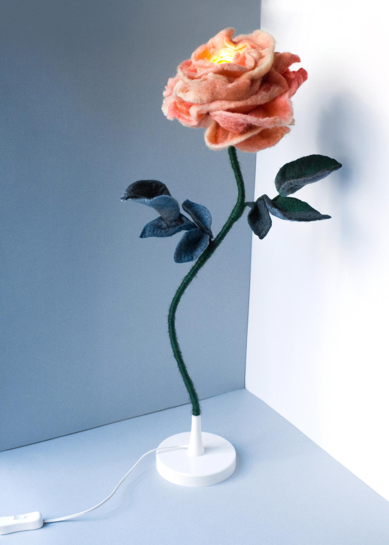 felt-flower-lamp_Peach_Adelya-Tumasyeva_5.jpg