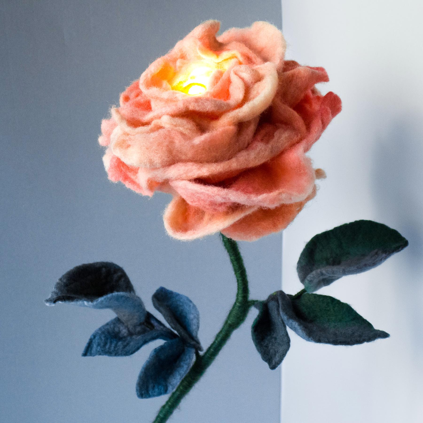 felt-flower-lamp_Peach_Adelya-Tumasyeva_1_1.jpg