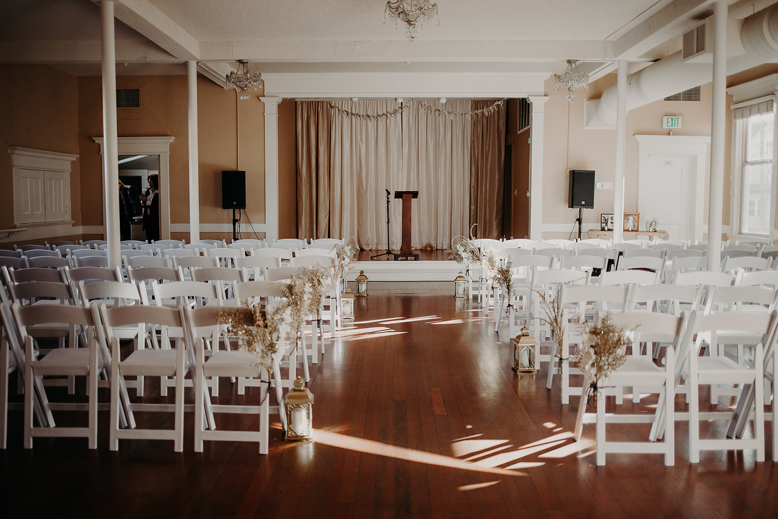 getting-ready-broadway-hall-bellingham-wedding-megan-gallagher-photography (59 of 381).jpg