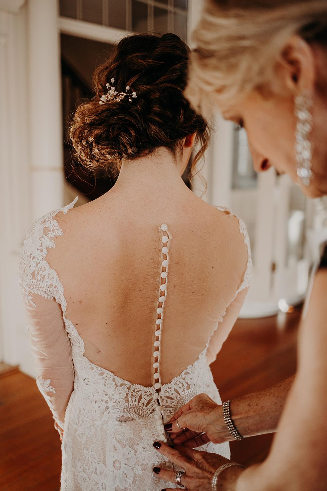 getting-ready-broadway-hall-bellingham-wedding-megan-gallagher-photography (115 of 381).jpg
