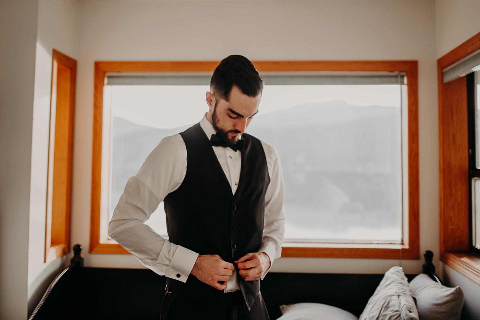 getting-ready-broadway-hall-bellingham-wedding-megan-gallagher-photography (296 of 381).jpg