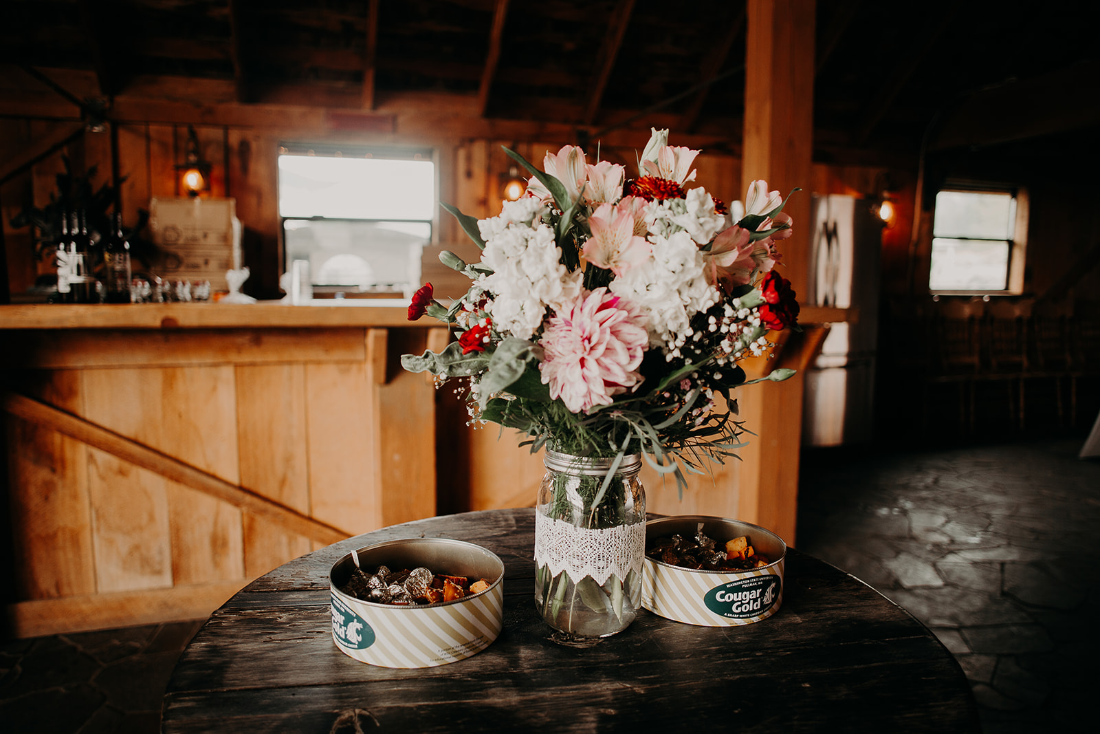 cattle-barn-wedding-cle-elum-wedding-megan-gallagher-photography-winston-salem-photographer (50).jpg