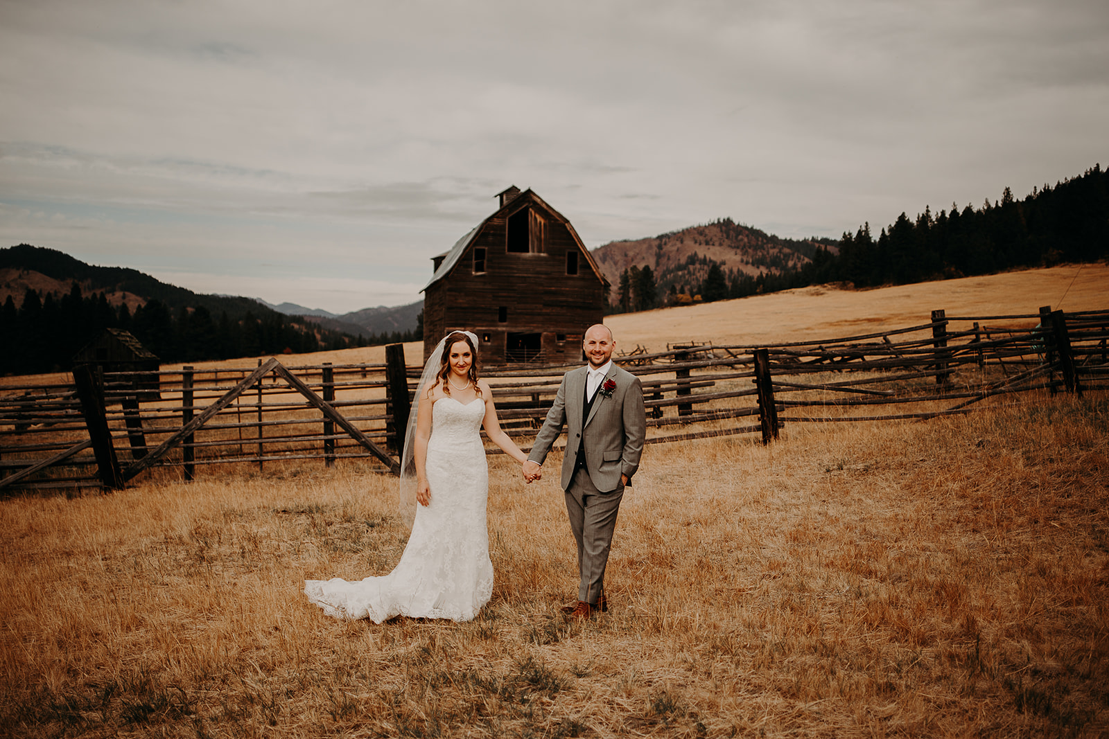 cattle-barn-wedding-cle-elum-washington-megan-gallagher-photography-winston-salem-photographer (12).jpg