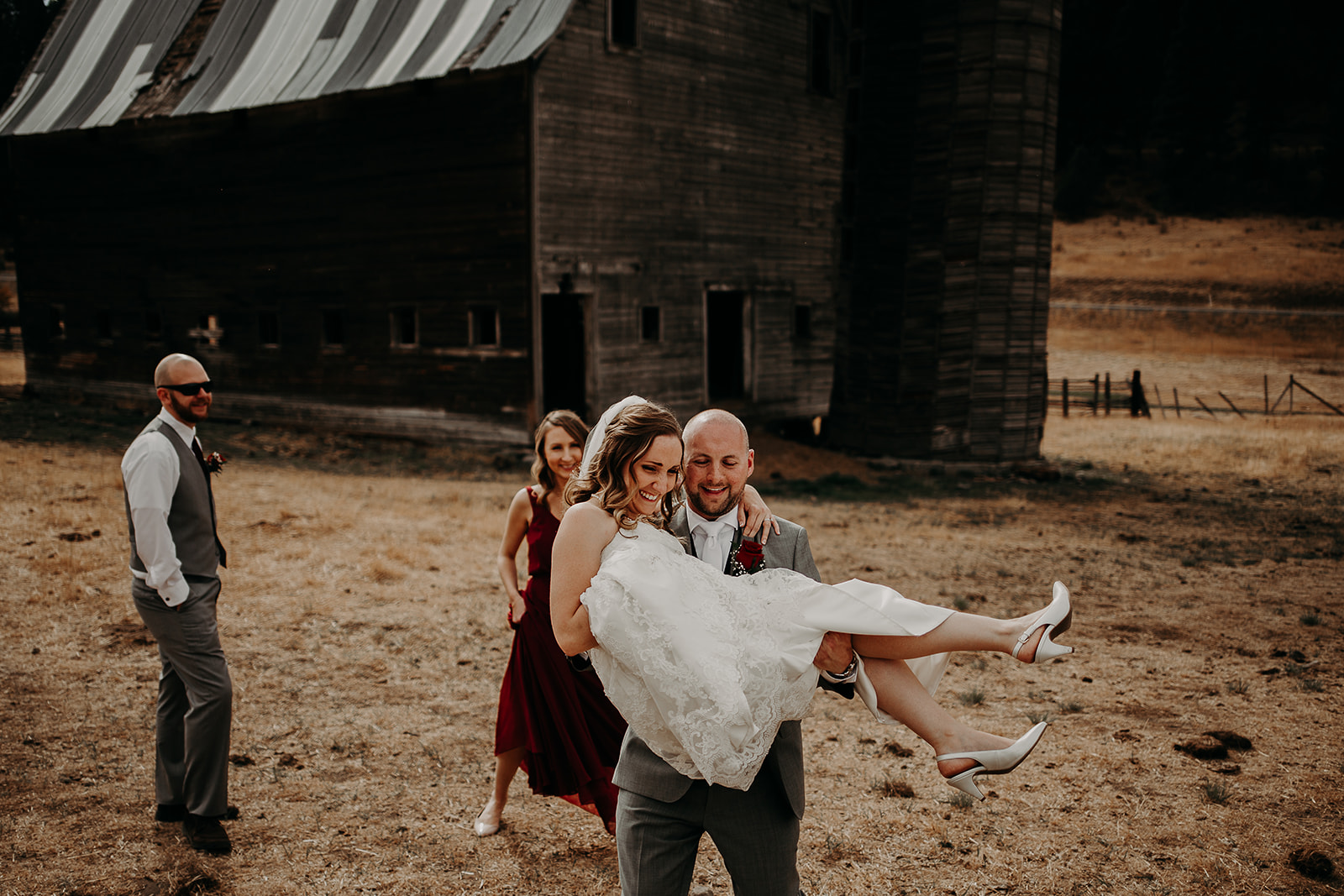 cattle-barn-wedding-cle-elum-washington-megan-gallagher-photography-winston-salem-photographer (15).jpg