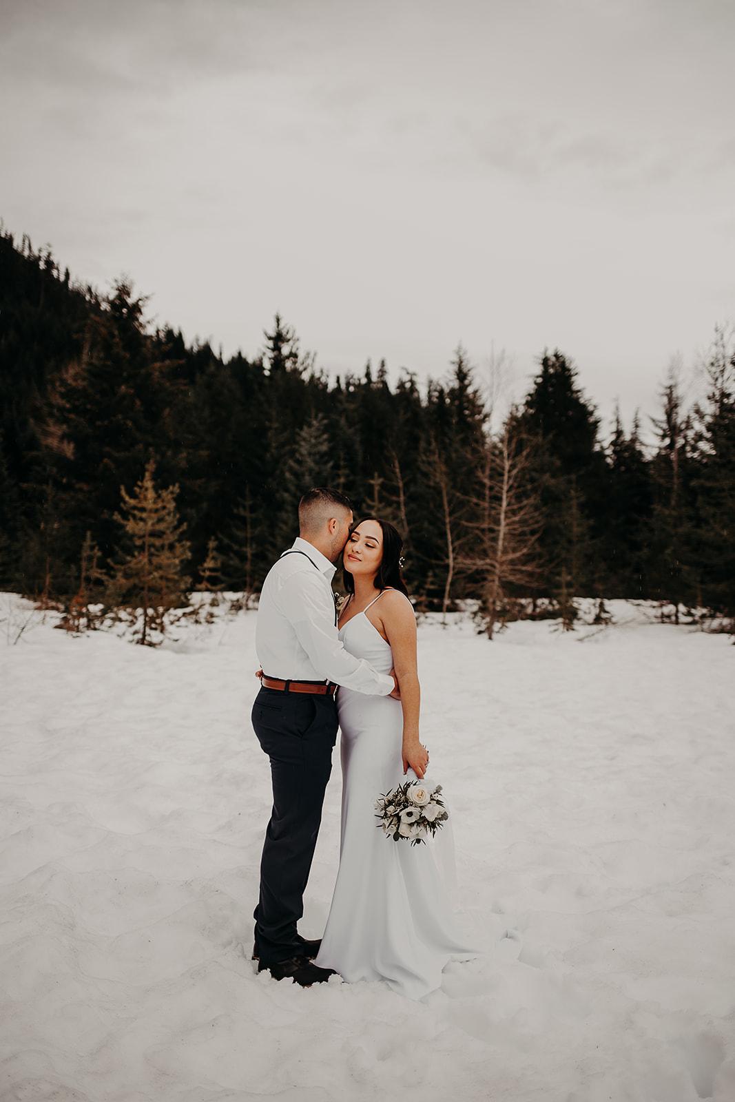 winter-mountain-elopement-asheville-wedding-photographer-megan-gallagher-photographer (11).jpg