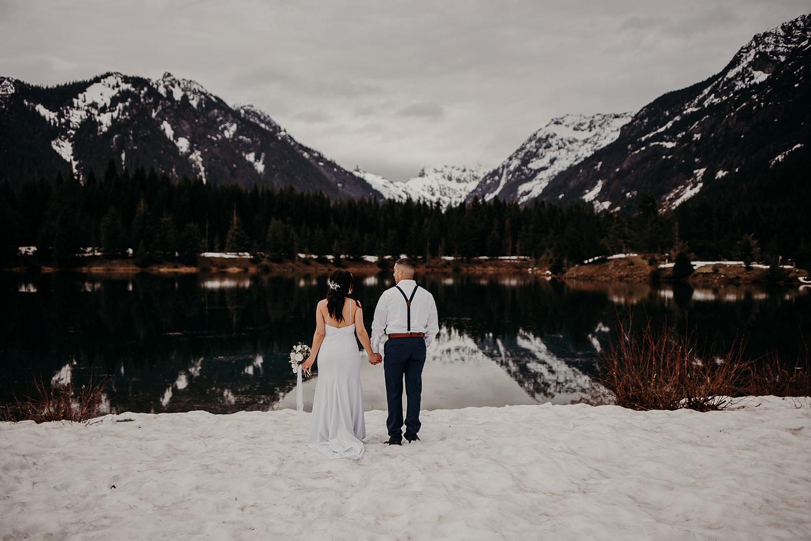 winter-mountain-elopement-asheville-wedding-photographer-megan-gallagher-photographer (19).jpg