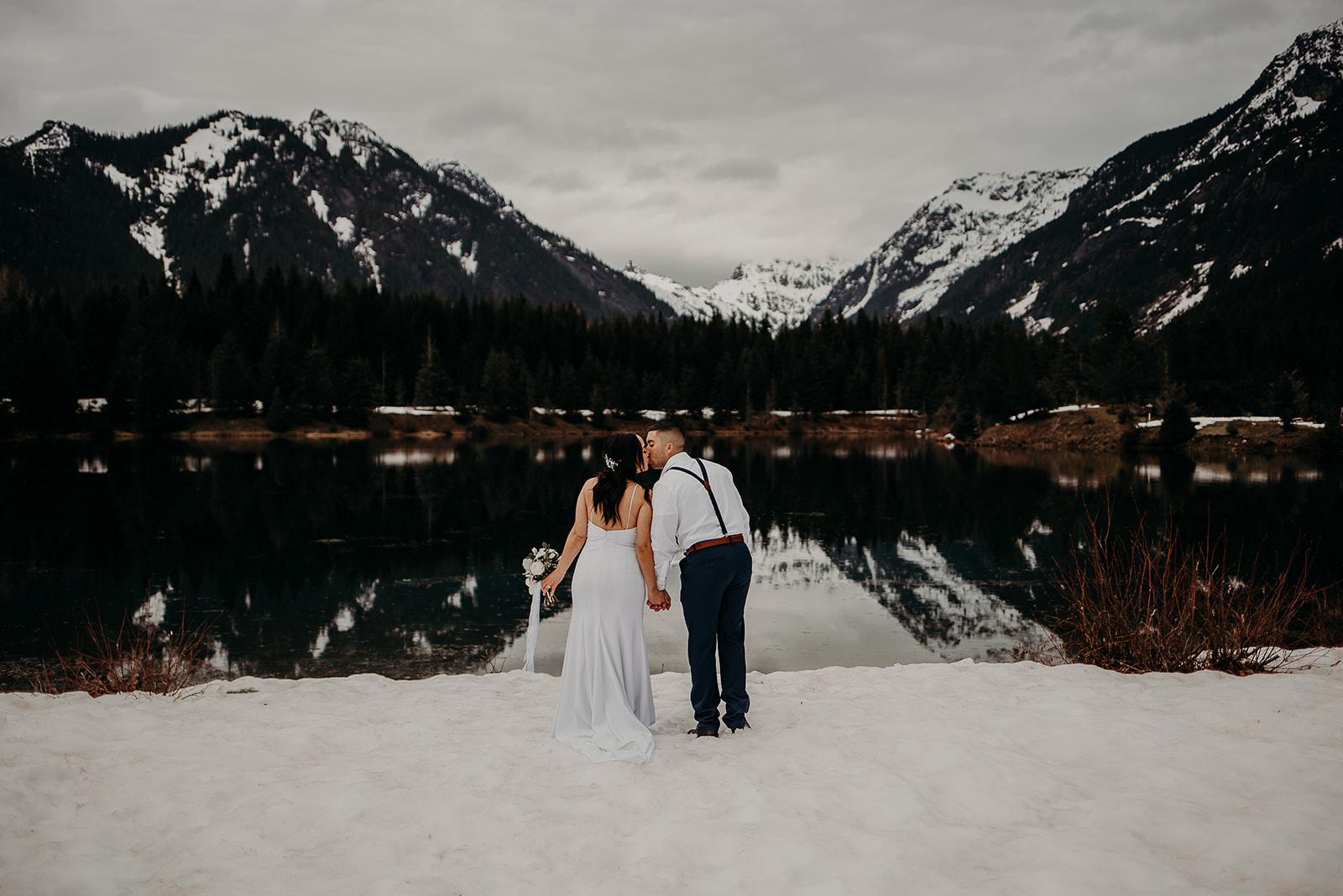 winter-mountain-elopement-asheville-wedding-photographer-megan-gallagher-photographer (20).jpg