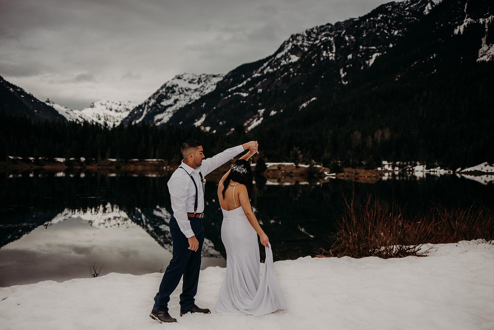 winter-mountain-elopement-asheville-wedding-photographer-megan-gallagher-photographer (25).jpg