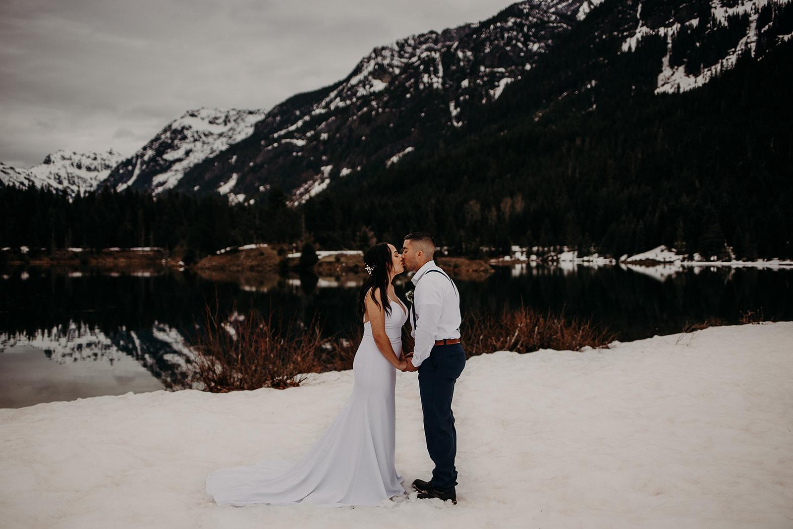 winter-mountain-elopement-asheville-wedding-photographer-megan-gallagher-photographer (40).jpg