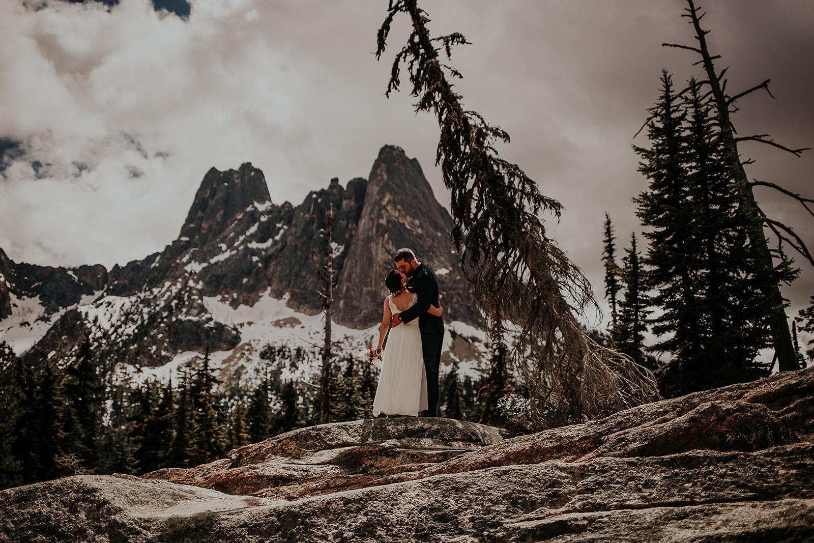 lisaandzack-north-cascades-elopement-wedding-megan-gallagher-photogarphy (4).jpg