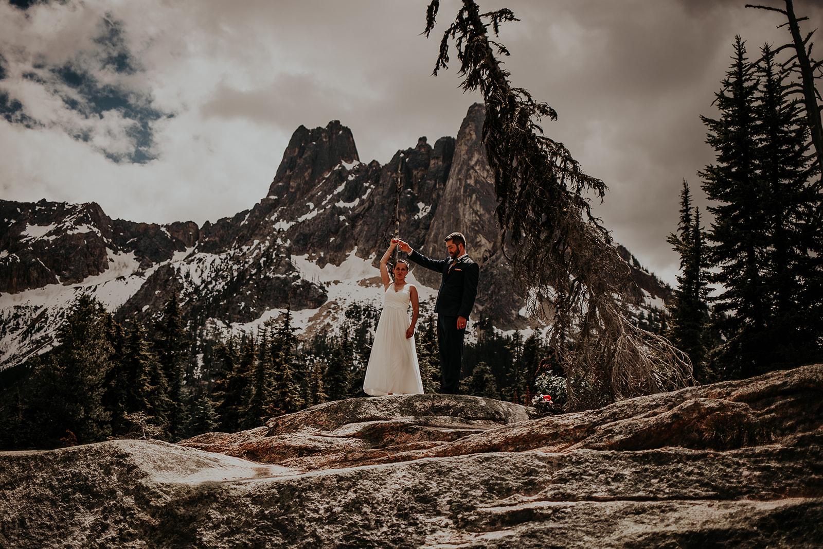lisaandzack-north-cascades-elopement-wedding-megan-gallagher-photogarphy (5).jpg