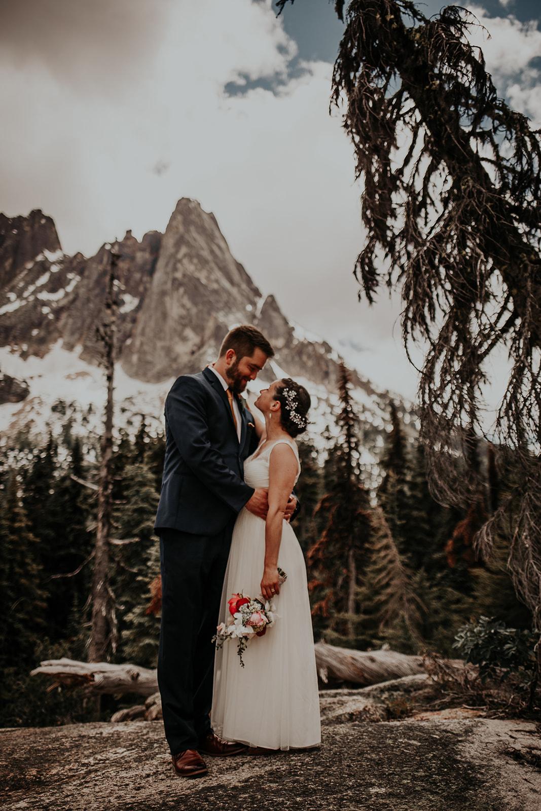 lisaandzack-north-cascades-elopement-wedding-megan-gallagher-photogarphy (7).jpg