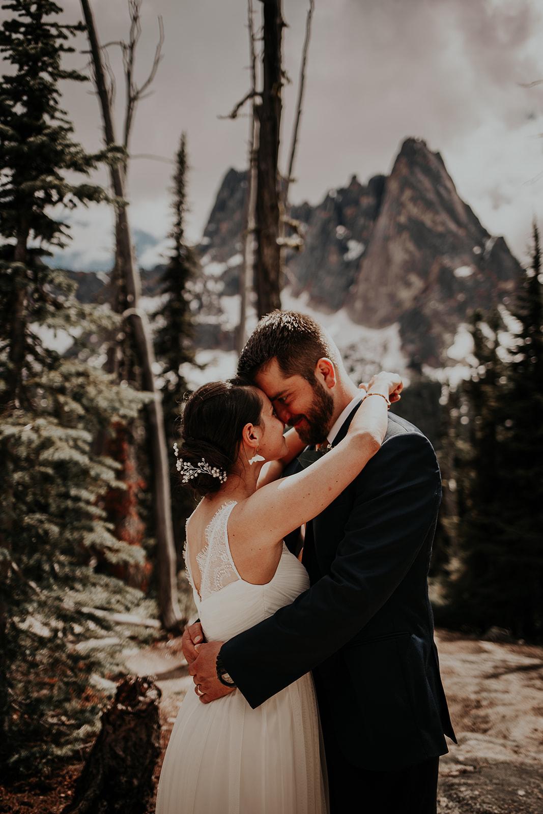 lisaandzack-north-cascades-elopement-wedding-megan-gallagher-photogarphy (11).jpg