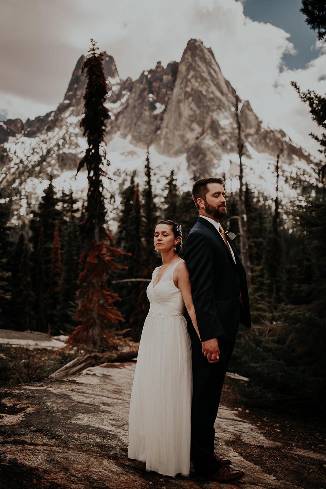 lisaandzack-north-cascades-elopement-wedding-megan-gallagher-photogarphy (17).jpg