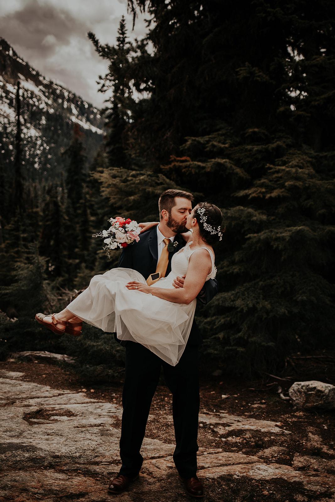 lisaandzack-north-cascades-elopement-wedding-megan-gallagher-photogarphy (18).jpg