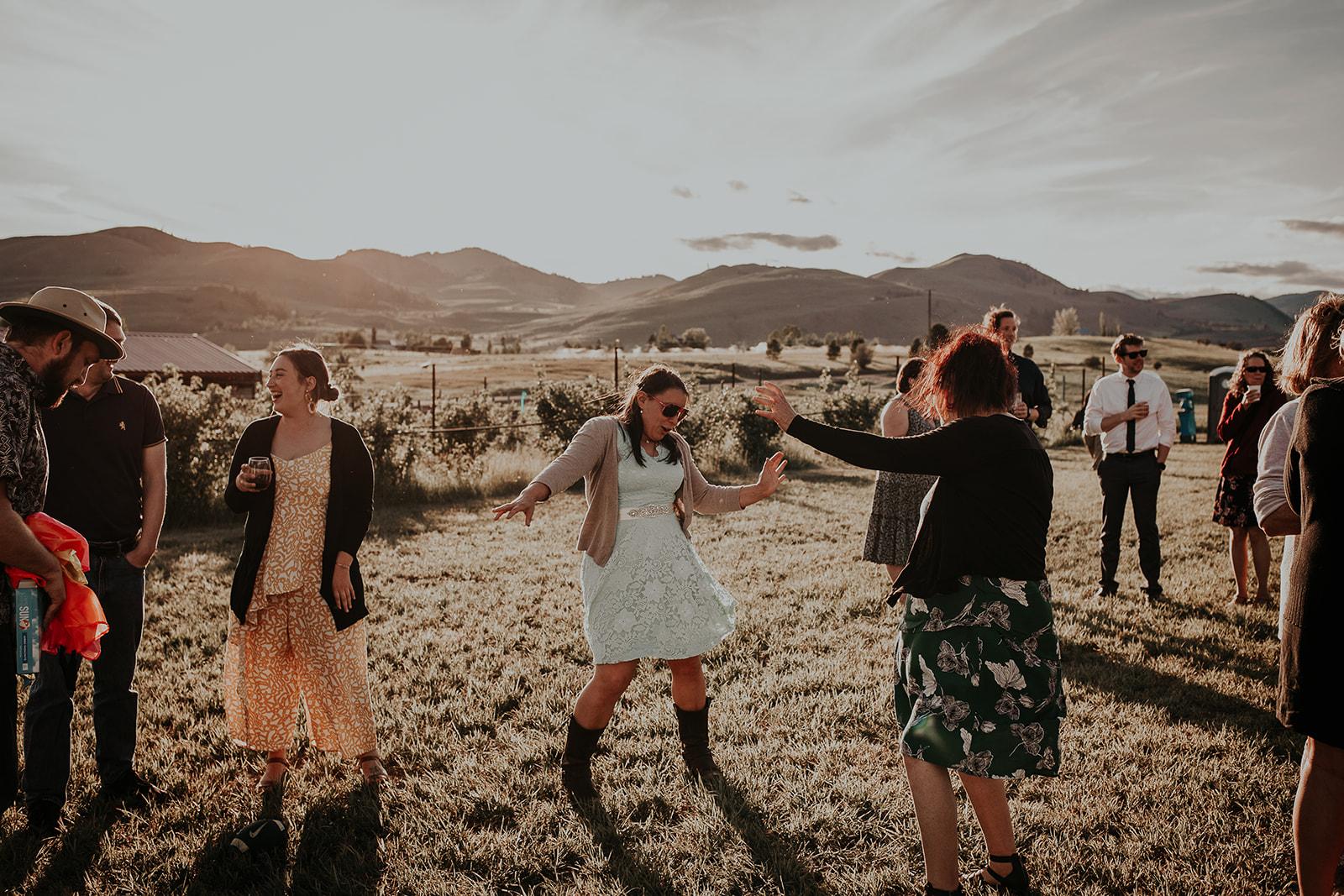 north-cascades-elopement-wedding-winthrop-wedding-photographer-megan-gallagher-photography (24).jpg