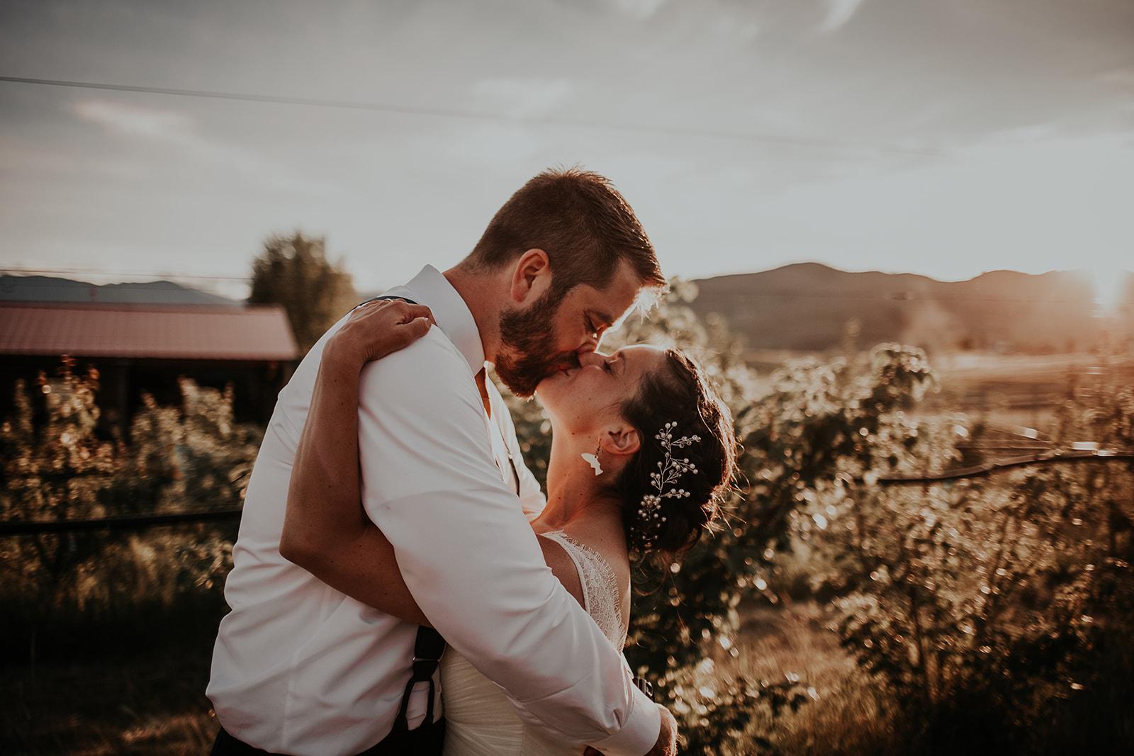 north-cascades-elopement-wedding-winthrop-wedding-photographer-megan-gallagher-photography (31).jpg