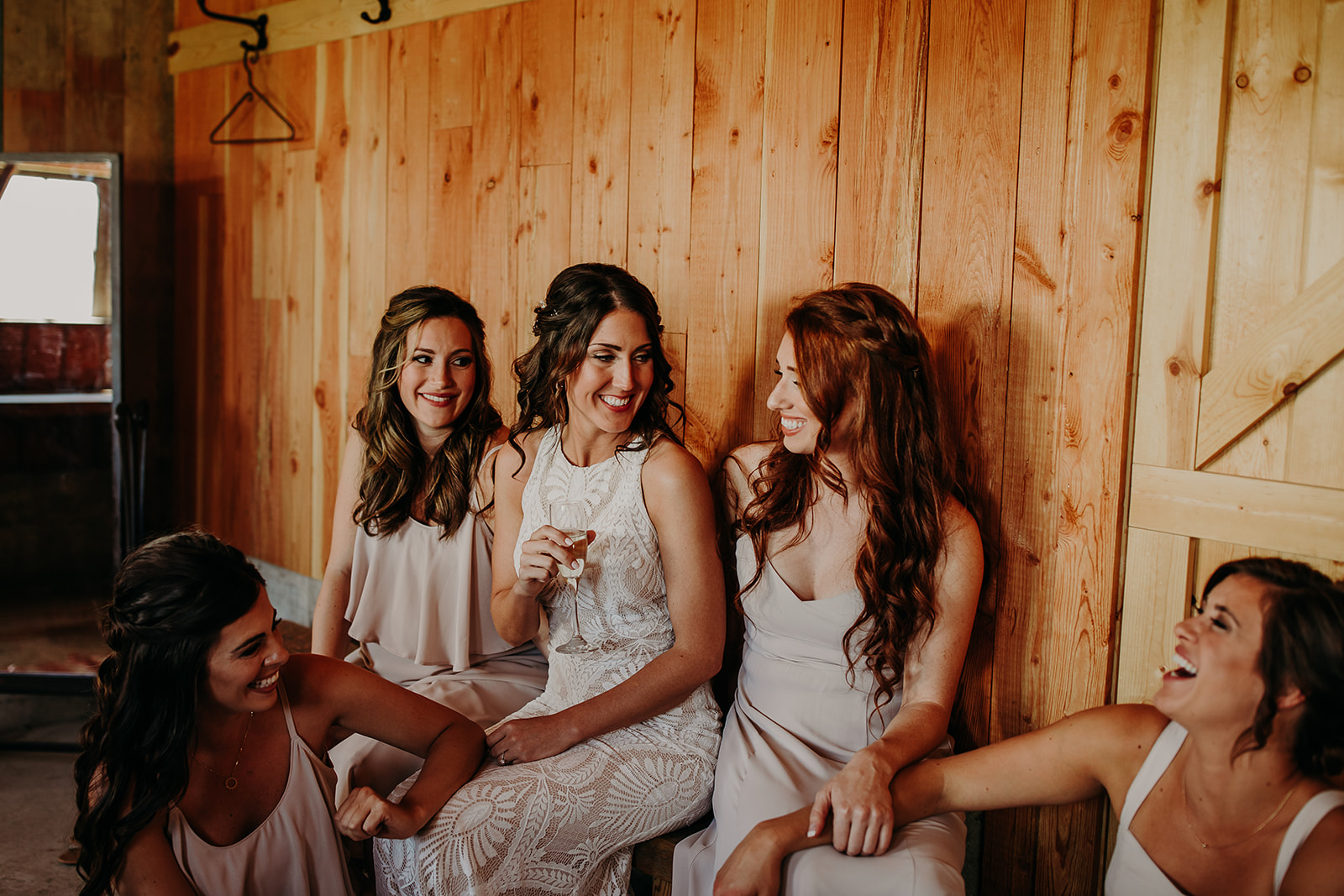 mount-vernon-wedding-salt-box-barn-amanda-riley-megan-gallagher-photography-2_(188_of_215).jpg