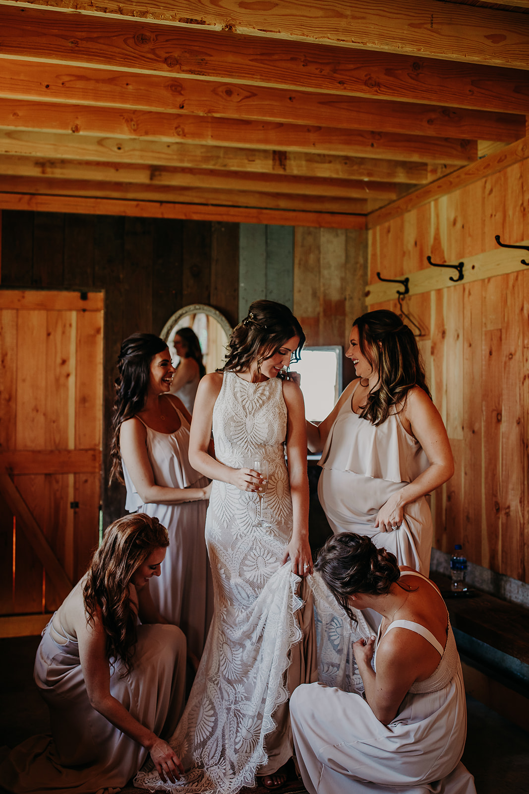 mount-vernon-wedding-salt-box-barn-amanda-riley-megan-gallagher-photography-2_(196_of_215).jpg