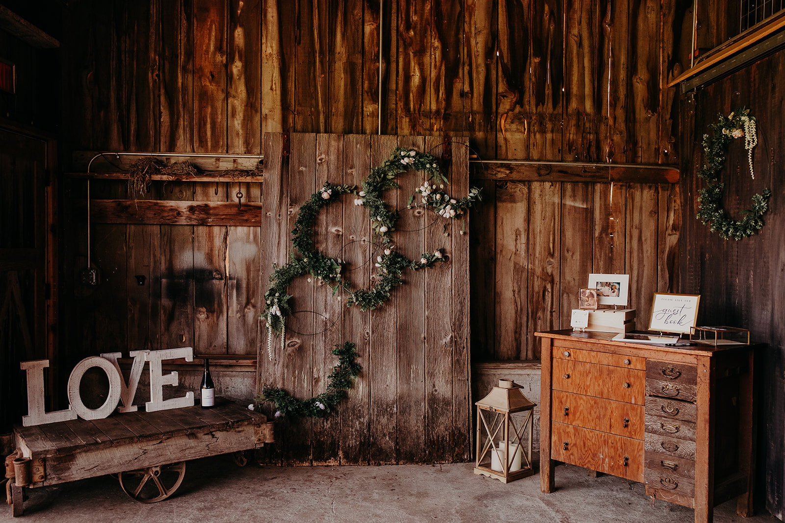 mount-vernon-wedding-salt-box-barn-amanda-riley-megan-gallagher-photography-2_(146_of_215).jpg