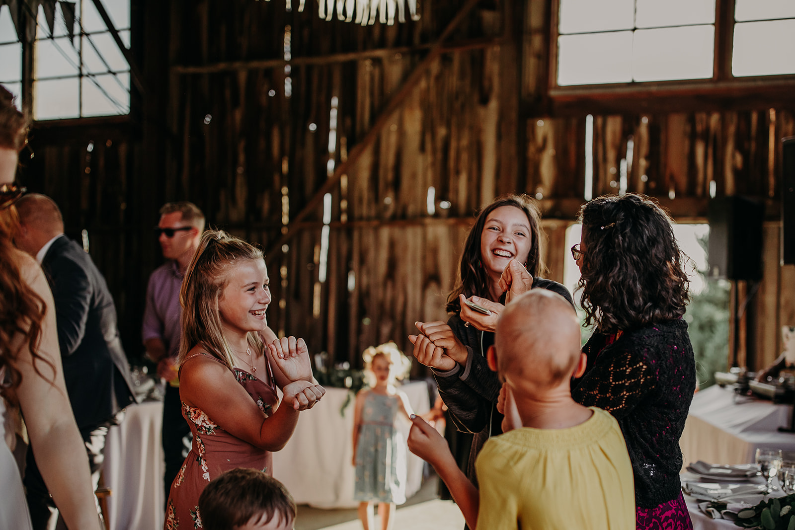 salt-box-barn-wedding-megan-gallagher-photography-4_(286_of_329).jpg