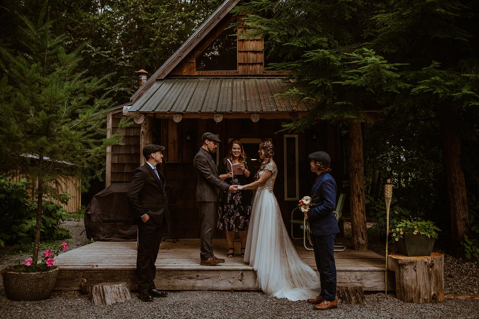 mount-rainier-cabin-elopement-megan-gallagher-photography_(235_of_568).jpg