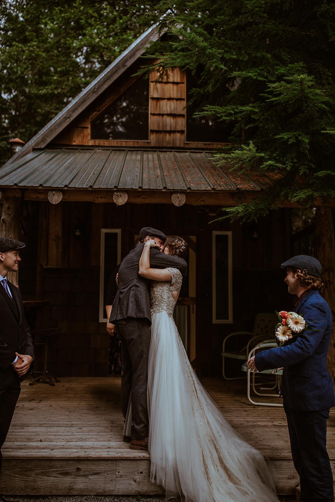 mount-rainier-cabin-elopement-megan-gallagher-photography_(244_of_568).jpg