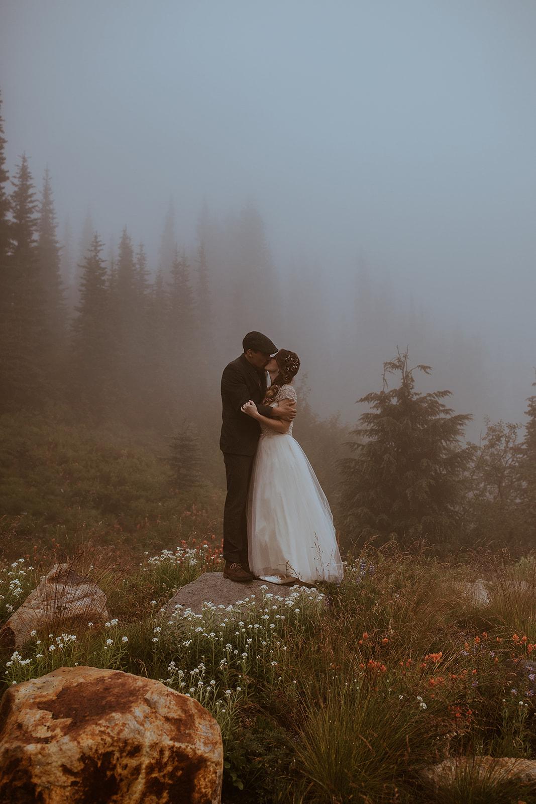 mount-rainier-cabin-elopement-megan-gallagher-photography_(377_of_568).jpg
