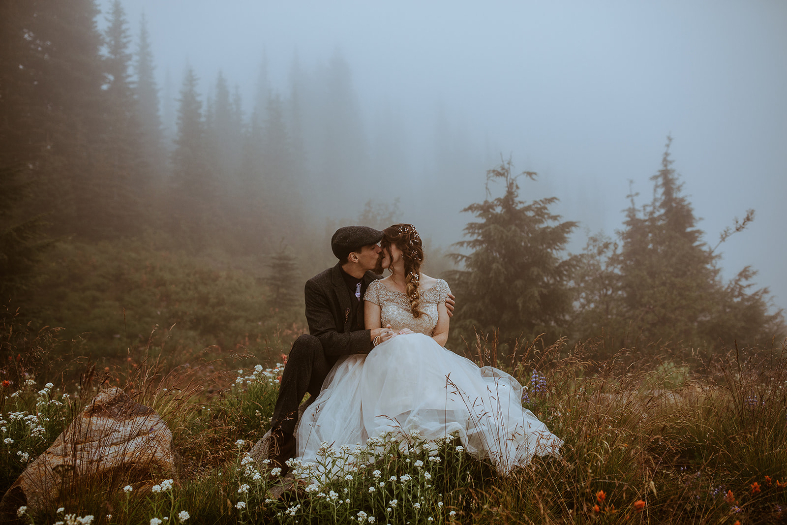 mount-rainier-cabin-elopement-megan-gallagher-photography_(390_of_568).jpg