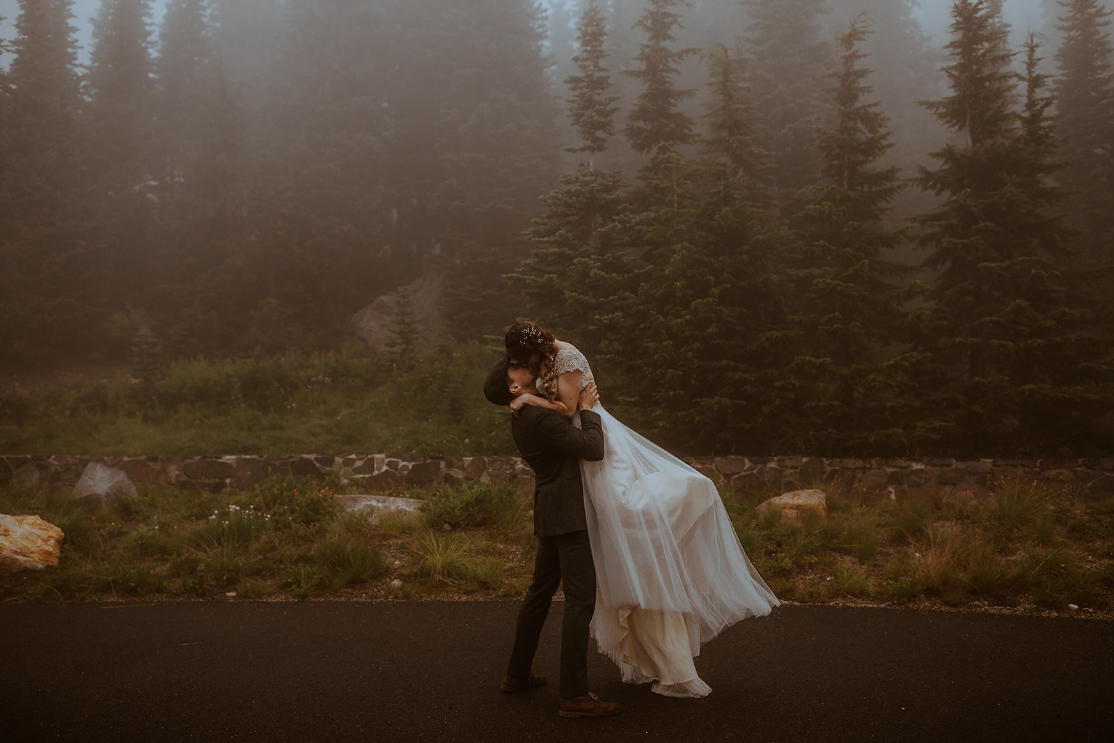 mount-rainier-cabin-elopement-megan-gallagher-photography_(457_of_568).jpg