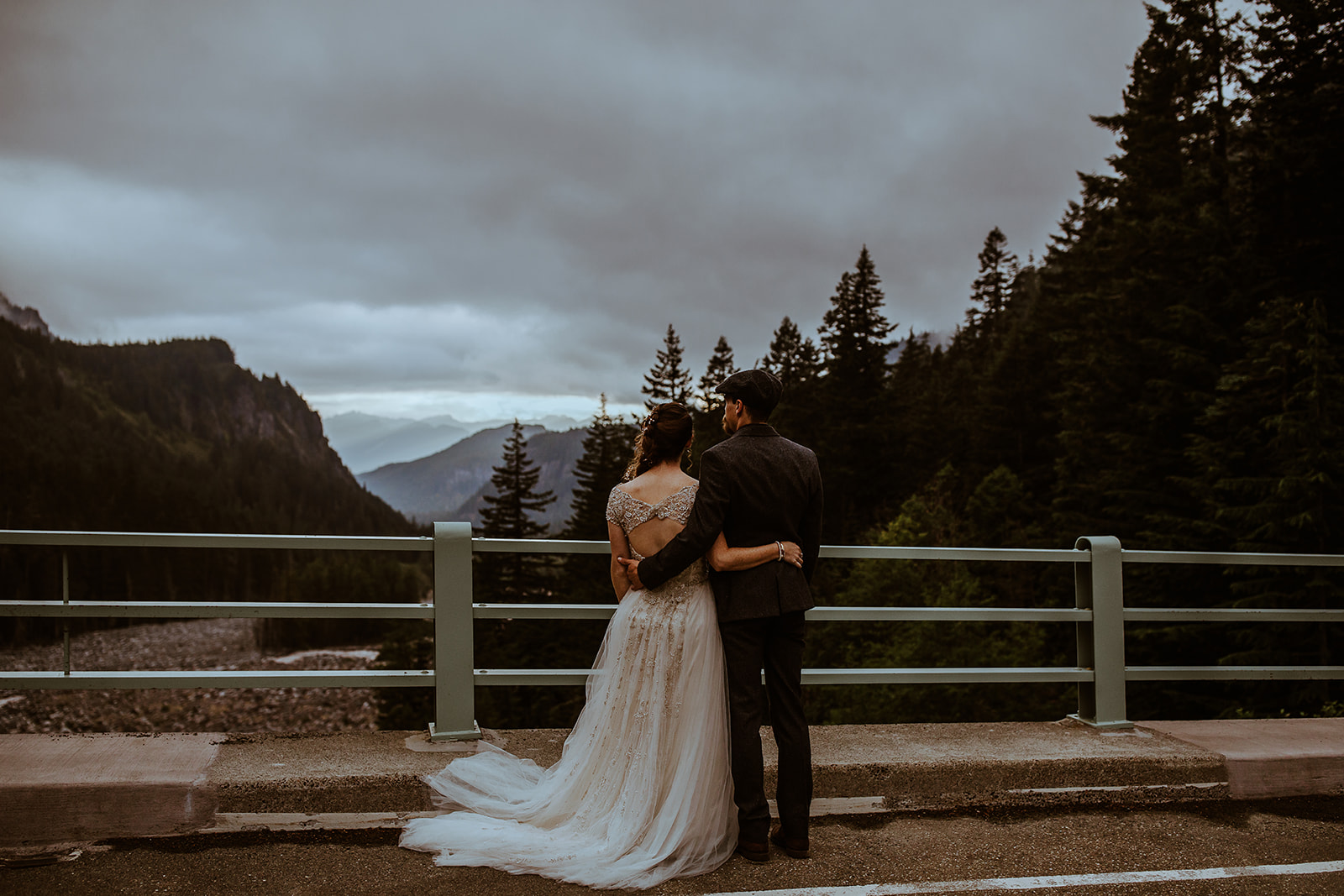 mount-rainier-cabin-elopement-megan-gallagher-photography_(466_of_568).jpg