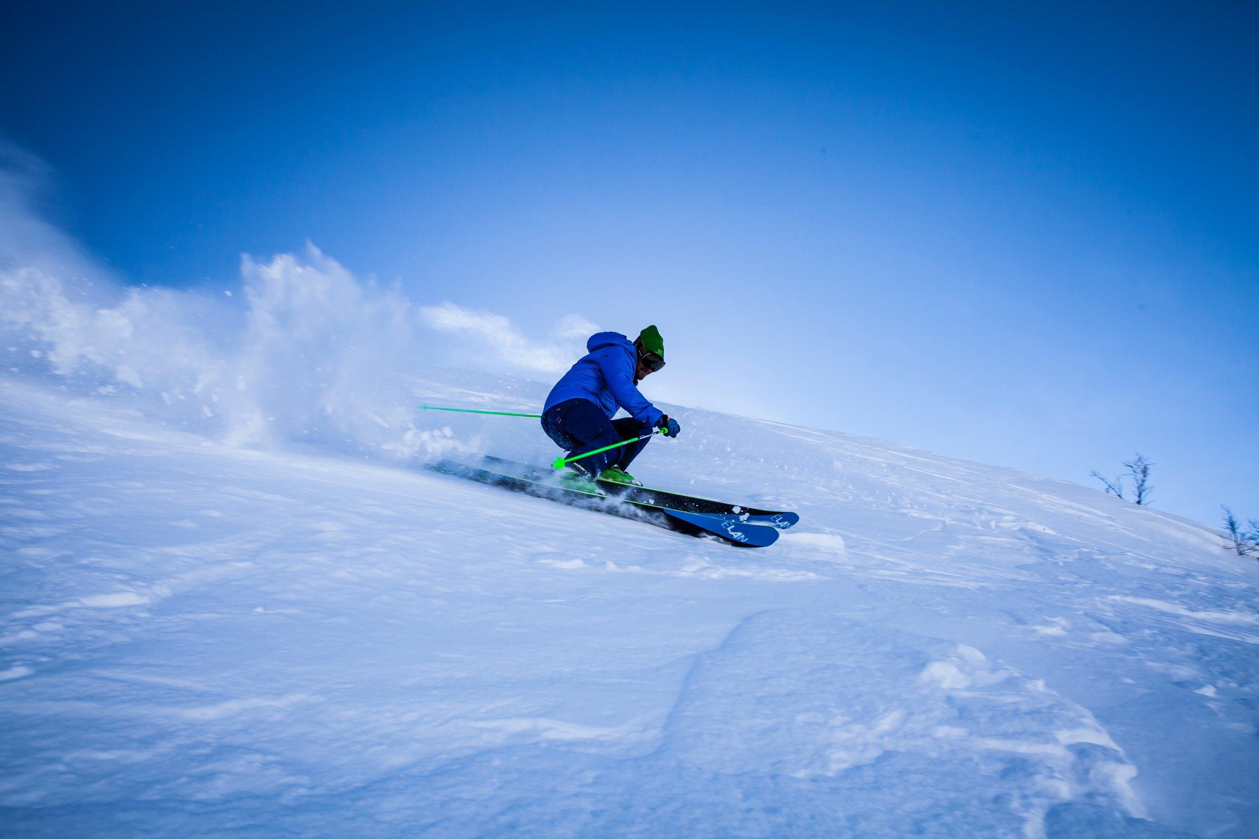 "<img src=""action-adventure-alpine-298005.jpg"" alt=""man skiing snow alpine piste"">"